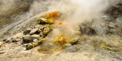 Uno studio rivela la vera causa del bradisisma. Sono i gas a sollevare il suolo ai Campi Flegrei
